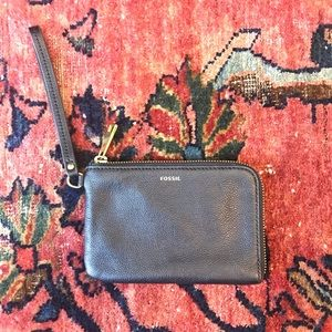 🆕 Listing! New Fossil black wristlet
